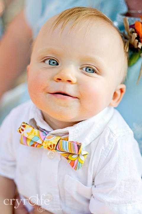 Child-sized bow tie by French Knot Studios// Photo by Cryrolfe Photography